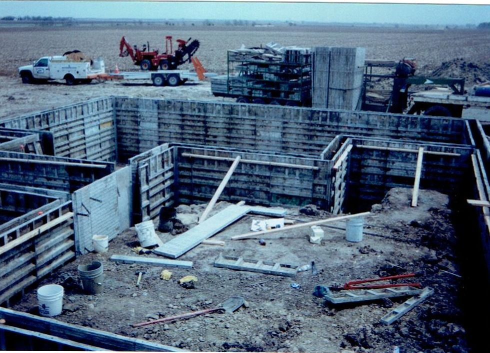 We build all shapes of  concrete walls
